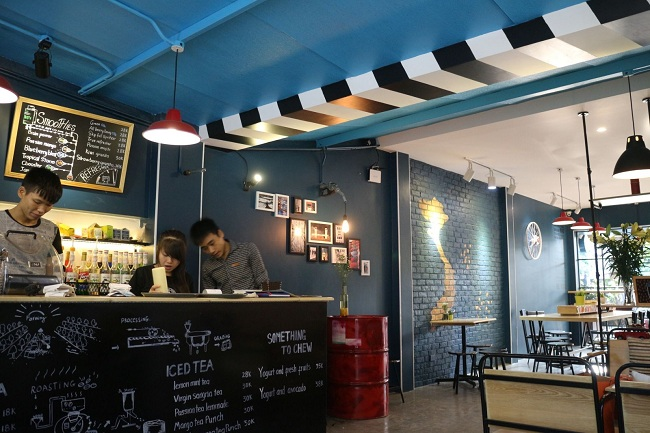 Muốn thiết kế quán cà phê Đẹp-Độc-Lạ NHẤT ĐỊNH phải biết 4 loại đèn trang trí này
